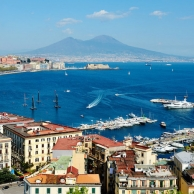 Meet Naples and discover its great landmarks